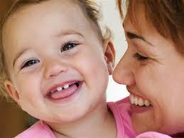 Cách cho trẻ sơ sinh bị khe hở môi hoặc khe hở hàm ếch bú hoặc ăn mà không bị sặc